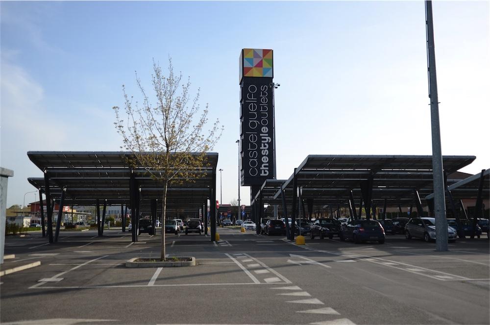 fotovoltaico a copertura del parcheggio dell'Outlet di Castel Guelfo